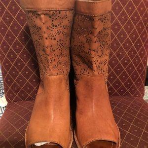 Alice & Olivia booties 2-1/2 inch heel Tan